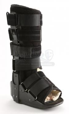 Bella Swan's Cast and Leg Brace